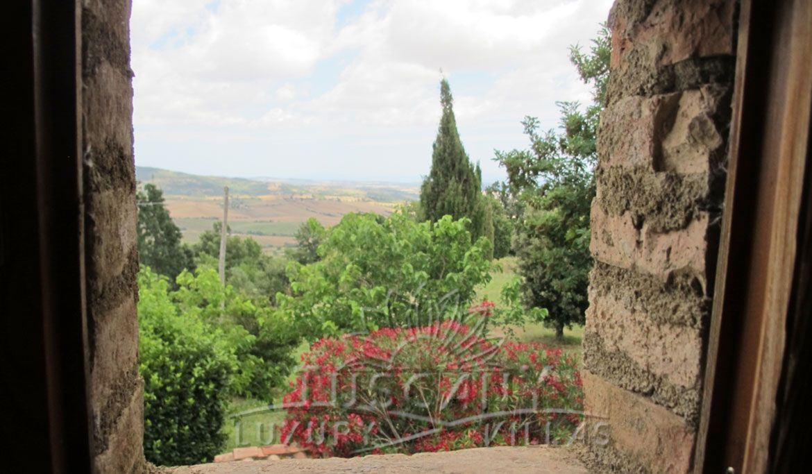 Farmhouse for sale in Tuscany near thermal park: Outside view