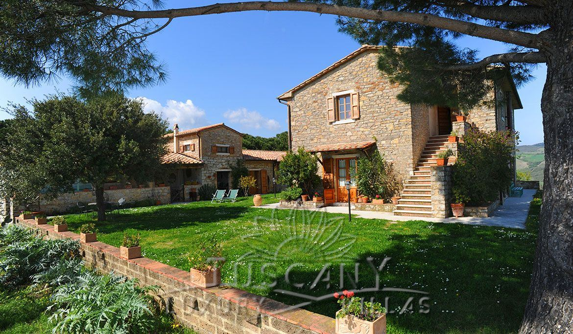 Farmhouse for sale in Tuscany near thermal park of Saturnia: Outside view