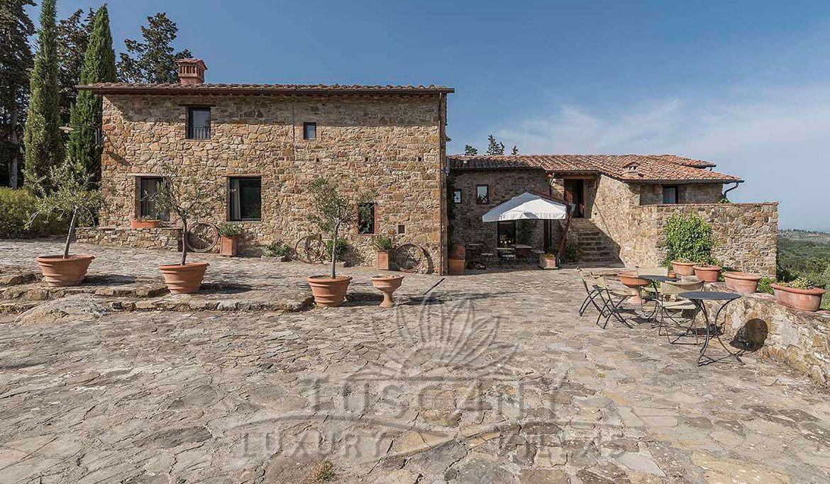 Chianti villa for sale with pool near Florence and Siena