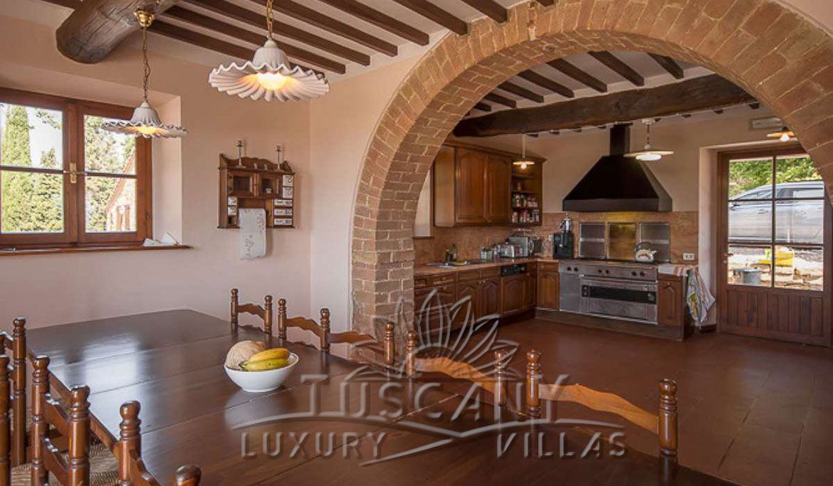Farmhouse for sale near Montepulciano in a panoramic position with 5,5 hectares: Kitchen