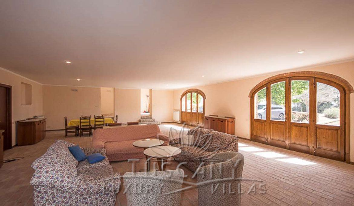 Farmhouse for sale near Montepulciano in a panoramic position with 5,5 hectares: Hall