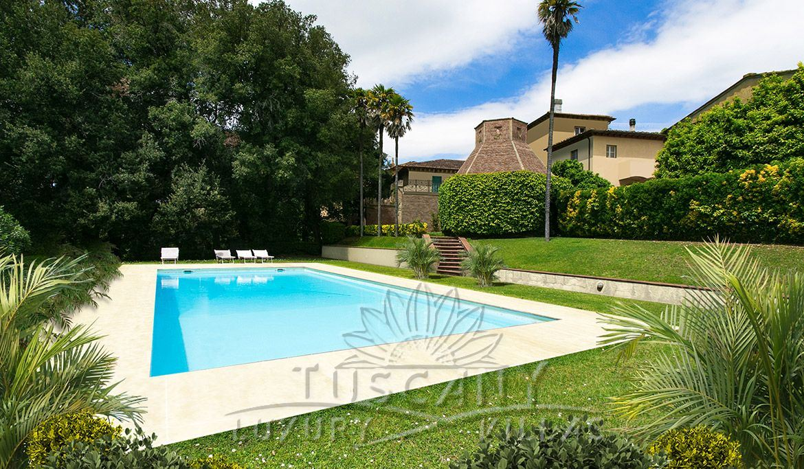 Magnificent villa for sale in Pisa countryside with pool and park