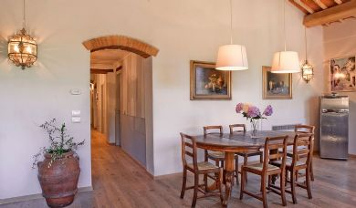 Wonderful farmhouse for sale in Chianti with pool and garden: Bathroom (with shower)