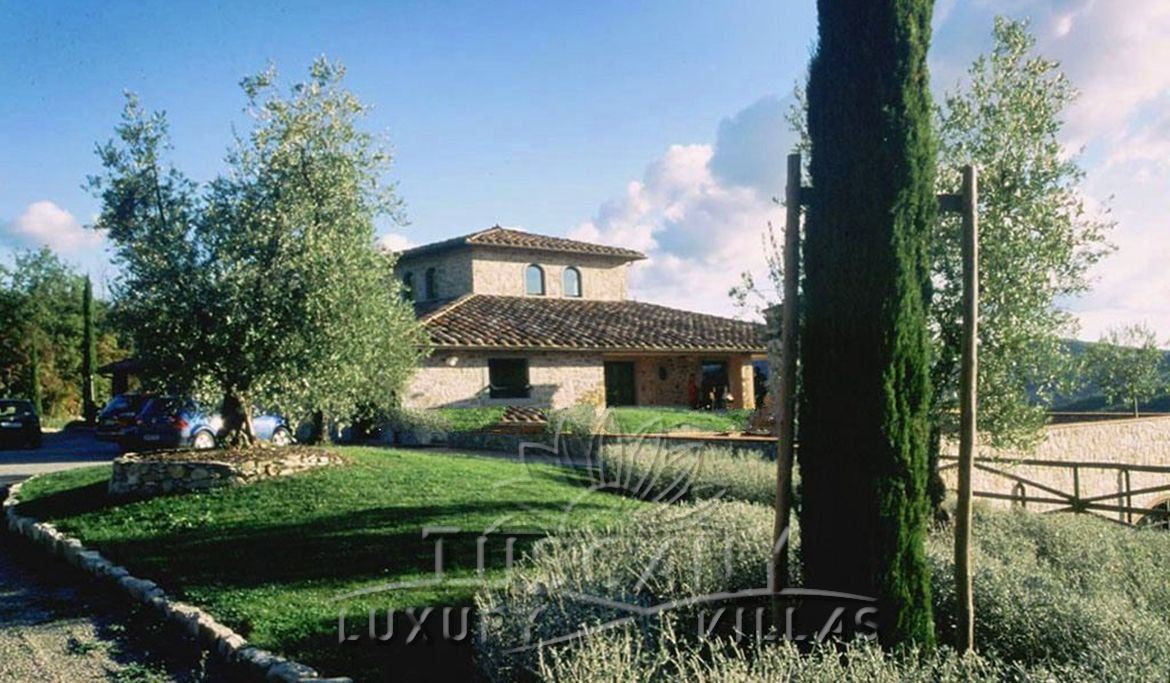 Magnificent wine estate for sale in the Chianti Classico area: Outside view
