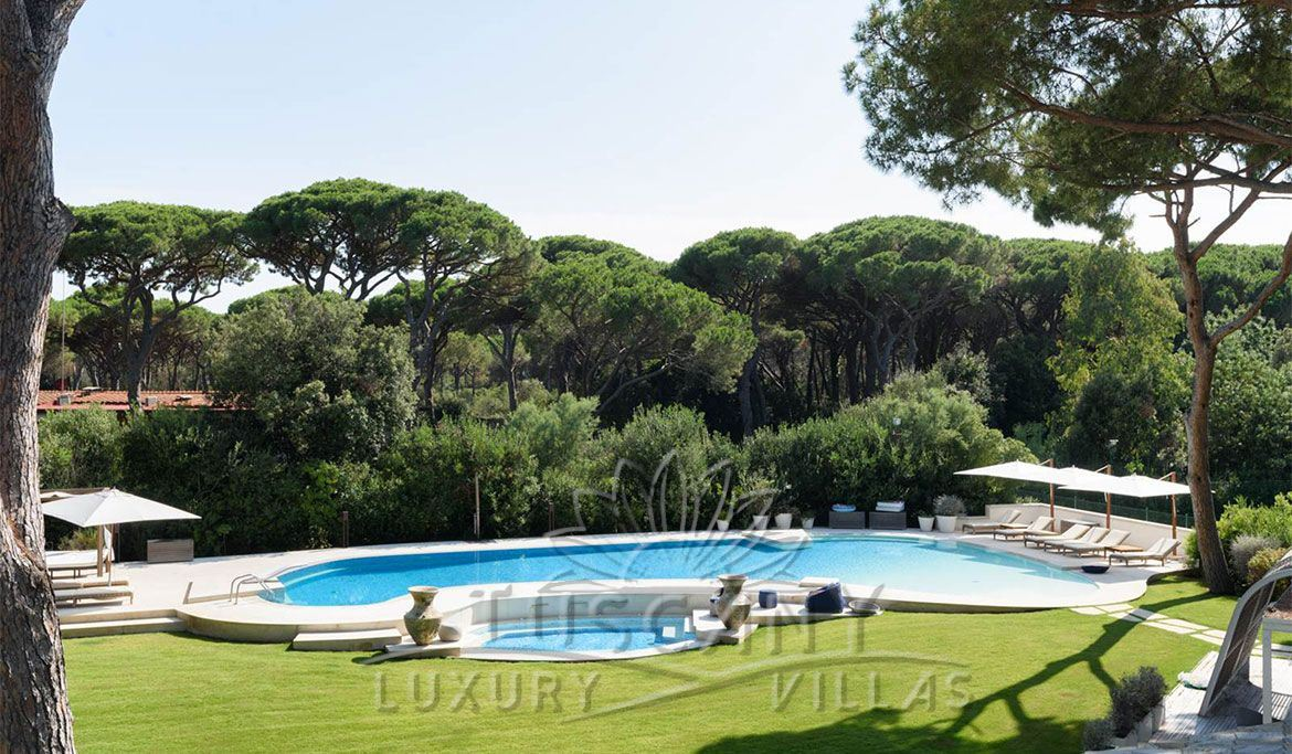 Villa for sale in Castiglione della Pescaia with heated jacuzzi pool: Outside view