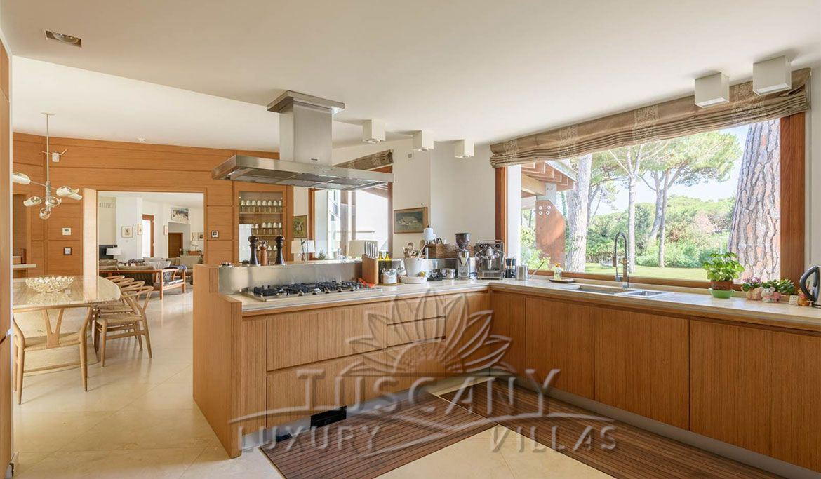 Villa for sale in Castiglione della Pescaia with heated jacuzzi pool: Kitchen