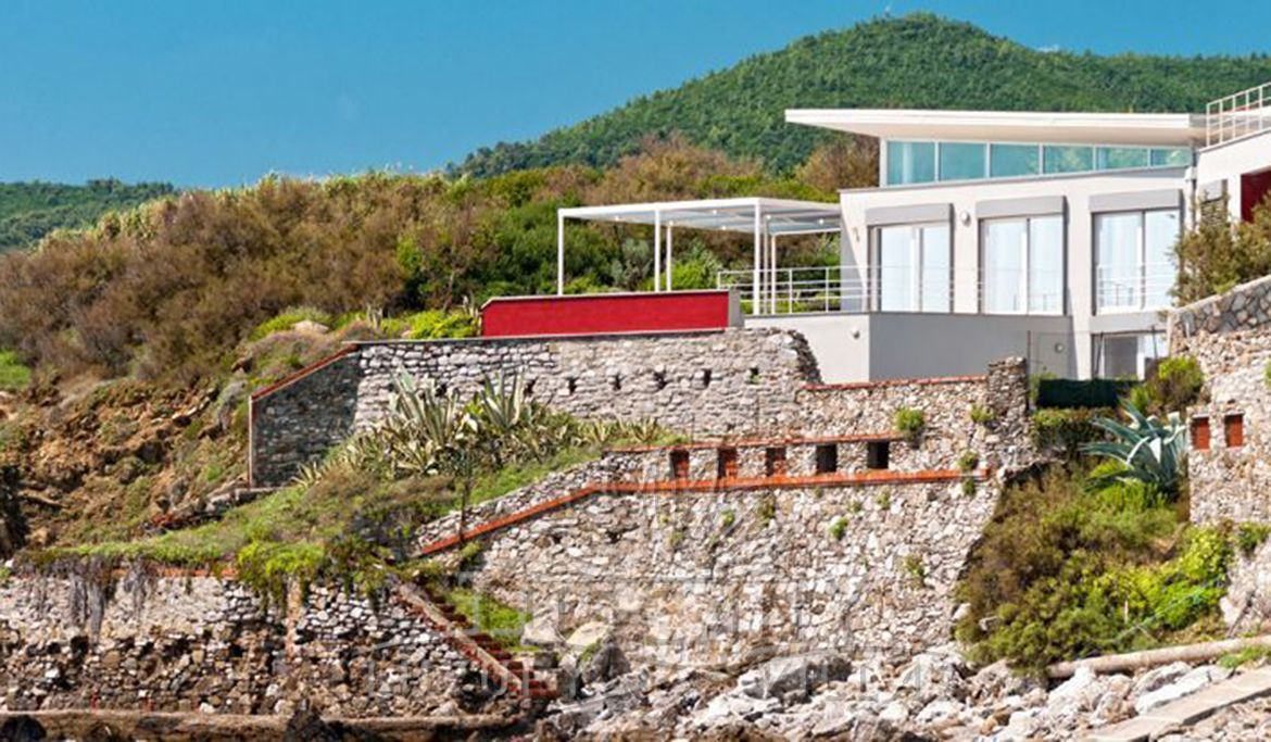 Luxury villa for sale in Castiglioncello surrounded by a marvelous Mediterranean garden