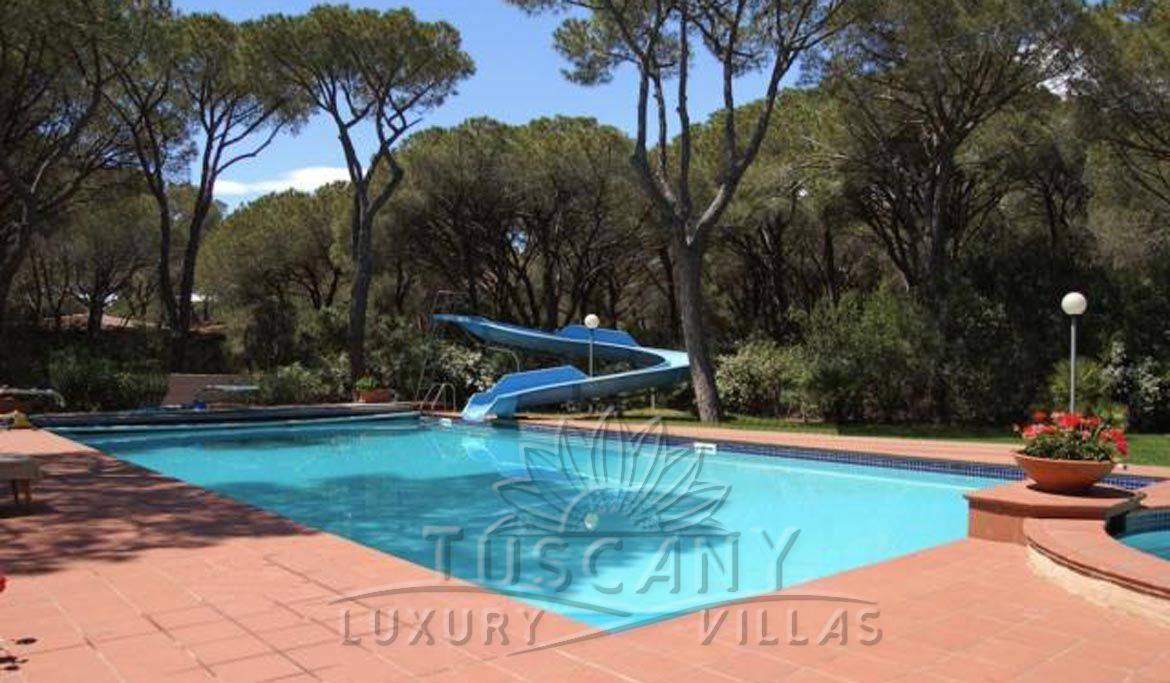 Magnificent luxury villa with pool for sale in Roccamare pine forest Tuscany coast