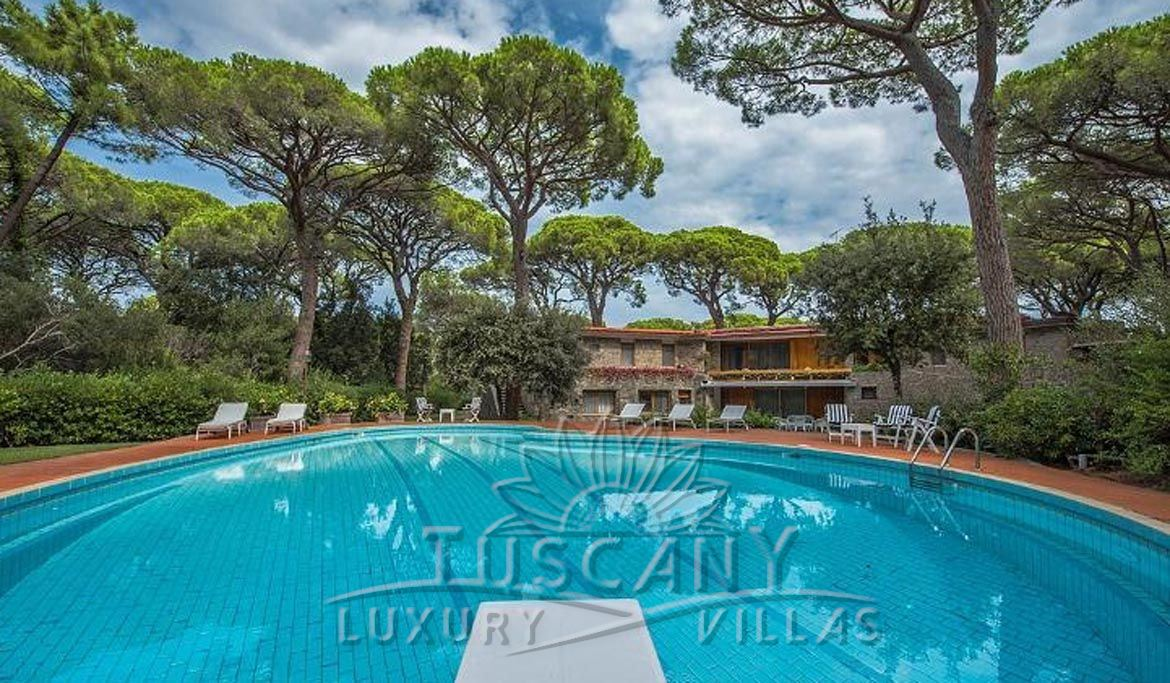 Wonderful luxury villa for sale in Castiglione della Pescaia with pool and park