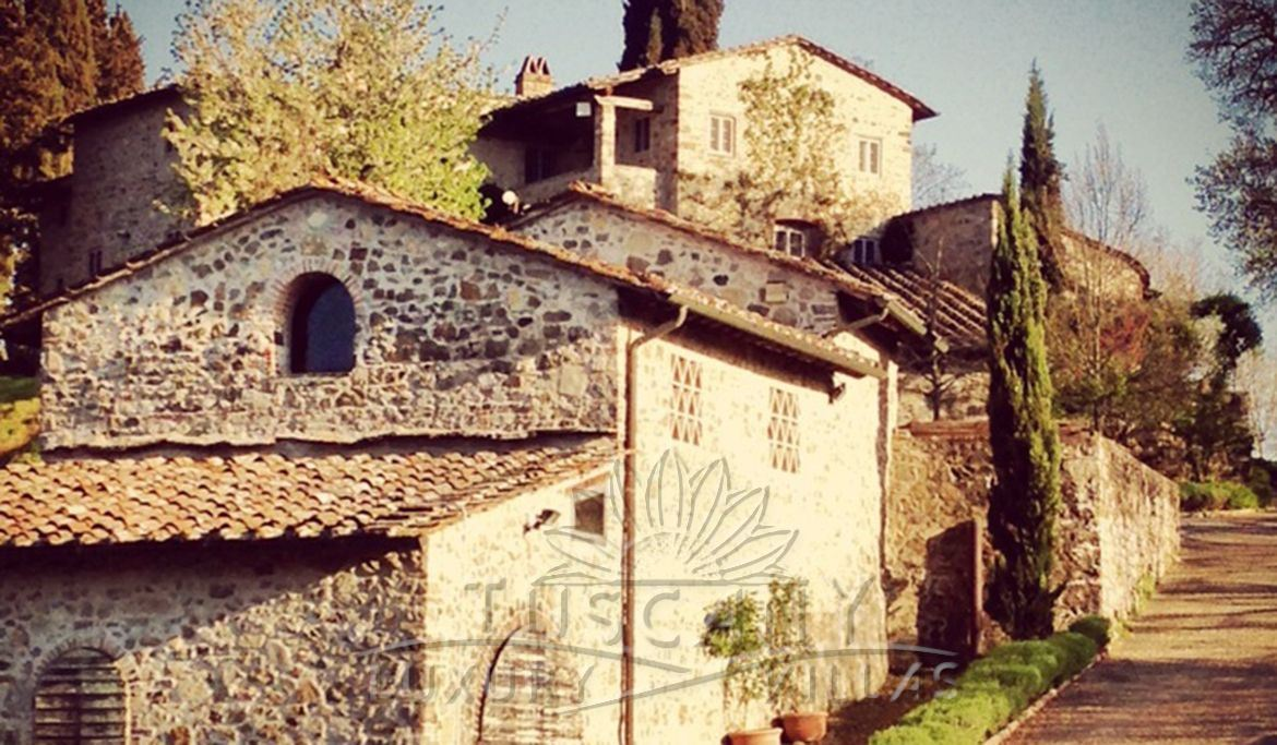 Wine estate for sale in Chianti with pool, vineyards, olive groves and land