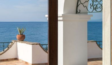 Seafront luxury villa for sale in Castiglioncello with pool and park: Beach