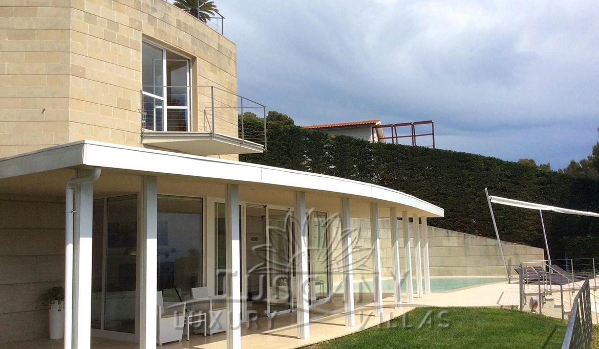 Elegant villa of recent construction for sale in Castiglioncello with pool and park depandance