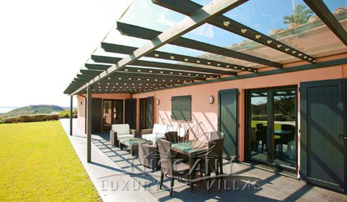 Exclusive luxury villa for sale in Monte Argentario with pool: Outside view