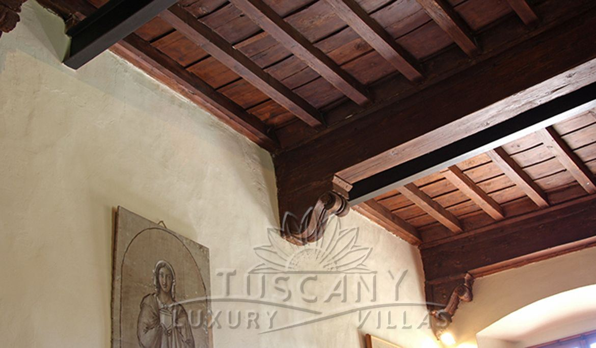Luxury villa for sale in Florence hills with pool: Ceiling detail