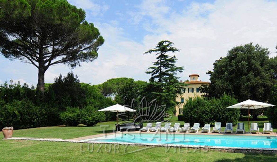 Historic luxury villa for sale in Pisa in tuscan countryside with pool and garden
