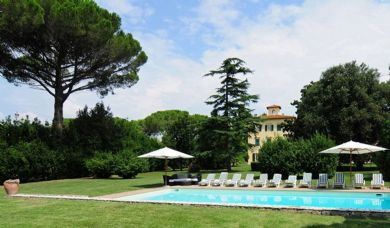 Historic luxury villa for sale in Pisa with pool