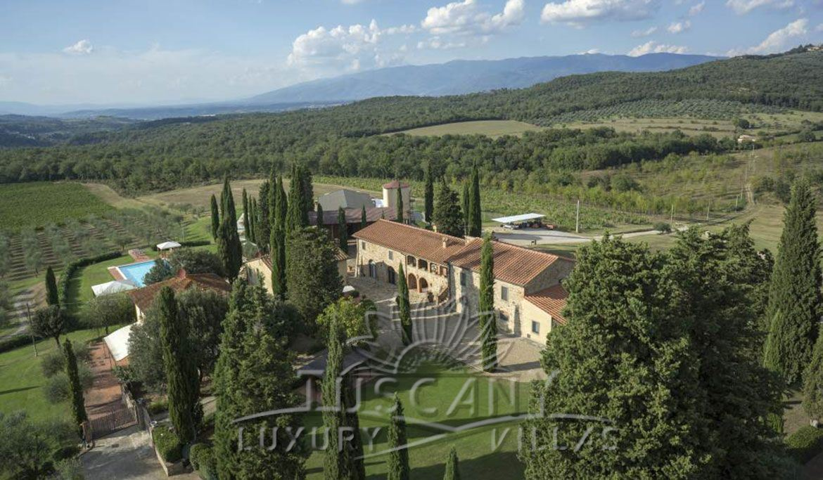 Farmhouse for sale in Chianti between Arezzo and Florence